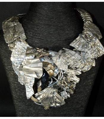 Collier ras-le-cou fait main orné de perles en onyx et en pyrite