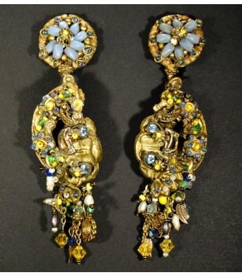 Boucles d'oreilles dorées en bronze créées par Martine Brun