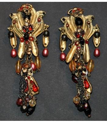 Boucles d'oreilles fantaisie dorées avec des perles rouges, jaunes et roses