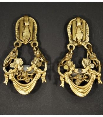 Boucles d'oreilles dorées fantaisie avec une perle en Agate blanche
