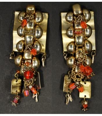 Boucles d'oreilles dorées fantaisie avec des perles en verre et en résine orange