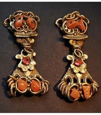 Boucles d'oreilles fantaisie dorées avec des pierres oranges