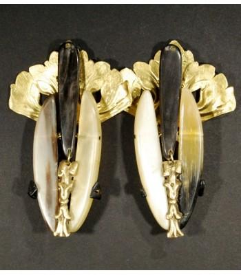Boucles d'oreilles uniques dorées avec corne noire et naturelle