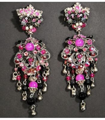 Boucles d'oreilles fantaisie argentées avec des perles noires et roses par Martine Brun