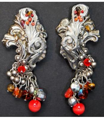 Boucles d'oreilles en métal argenté créées par Martine Brun