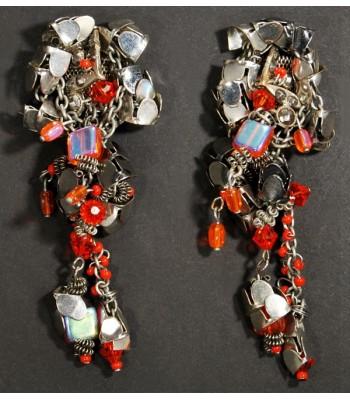 Boucles d'oreilles artisanales argentées en acier créées par Martine Brun