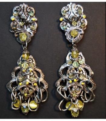 Boucles d'oreilles argentées en métal avec perles jaunes création par Martine Brun