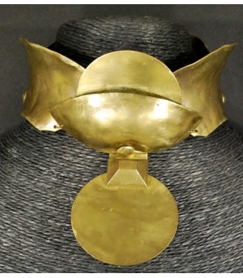 """Collier doré """"collier de chien"""" en bronze et laiton."""
