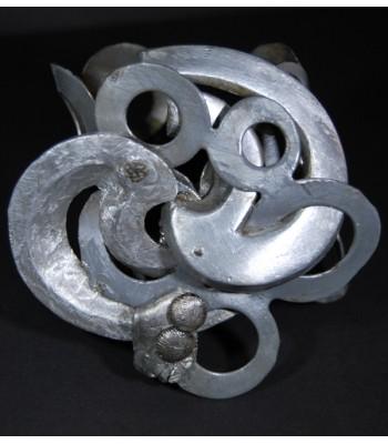 Bracelet argenté style manchette de haute fantaisie par Martine Brun