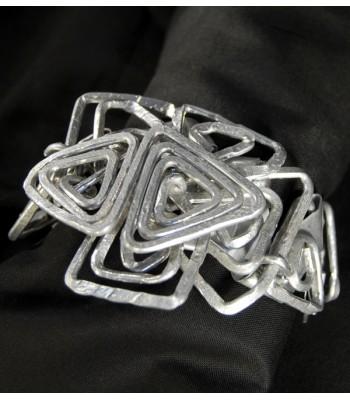 Bracelet argenté fantaisie, création originale faite mains par Martine Brun
