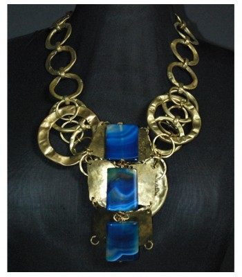 Collier doré avec trois perles en jade bleues