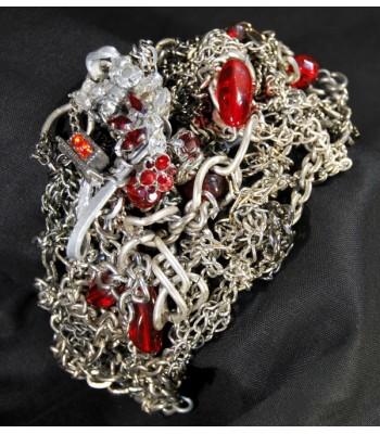 Bracelet argenté style manchette avec des perles rouges, création unique