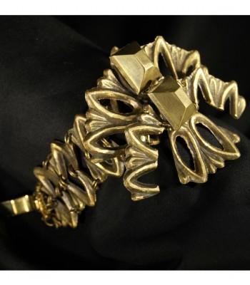 Bracelet doré unique de haute fantaisie réalisé par Martine Brun avec de la matière recyclée