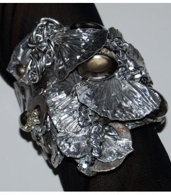 Bracelet argenté style manchette large création unique par Martine Brun