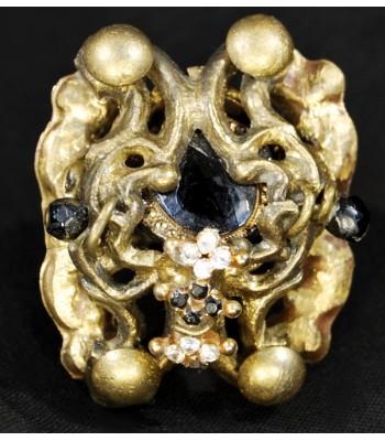 Bague dorée et noire de haute fantaisie, créée à la main par Martine Brun