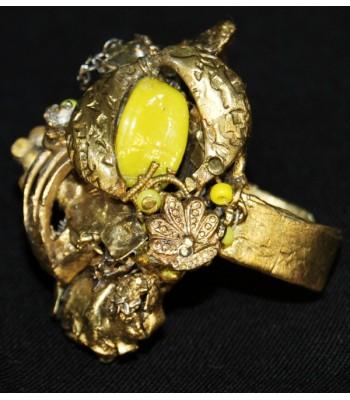 Bague dorée et jaune au style art déco, création unique par Martine Brun