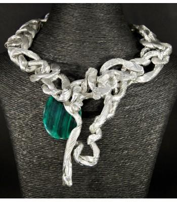 Collier argenté unique avec une perle verte foncée