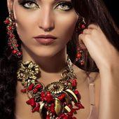 "Collier et Boucles d'oreilles ""Corail"". #bijoux #collier #boucles #rouge #doré #rouge #jewelry #jewel #necklace #earrings #red #gilded #gold"