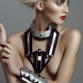 Collier GALACTIC en vente sur mon site www.martinebrun.com @martinebrunjewelry photo @jimmybolaerts mua @caroline.quirynen model @llaurensirica #jewelry #beauty #Rares #bijouxlovers #Femmes #metalart #faitmainenfrance #modefemme #beautyaddict #recyclingfashion #alluminium #vinyladdict #collier #vente #recycling #parure #Rares #modelunique #bijouxlovers #recyclingfashion #collection #collection2021 #collaboration