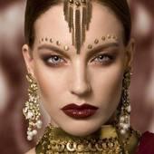 Leslielaunayménétrier#natashabintz#maevacaree#bijoux#jewels#collier#boucleoreille#perlesemieprecieuse#doré#necklace#gilded#carrings#luxe#hautefantaisie#