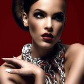 Collier Lave en vente sur mon site www.martinebrun.com @martinebrunjewelry photo @jimmybollaerts_official modèle émilie Bleus mua @caroline.quirinen #femme #jewels #beauté #JEWELRY #recycled #designer #pièceunique #bijouxfemme #tendancemode #bijouxtendance #tendance2021 #