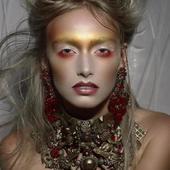 photo @jimbol007 make up @caroline.quirynen bijoux @martinebrunjewelry bijoux#accessoire#collier#necklace#boucledoreille#earring#doré#gilded#gold#hautefantaisie#baroque#faitmain#madeinfrance#luxe#pieceunique#jewel#recyclé#metal#mannequin#belgique#shooting#fashion#jewelrydesign#bijouxcreateur#highfashion#shoot#fashionjewelry#photo#tendance#disign#swarowski