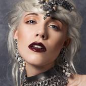 photo @leslie.launaymenetrier modèle @anneclaireameslon bijoux collier boucles @martinebrunjewelry bijoux#accessoire#collier#boucledoreille#hautefantaisie#contemporain#faitmain#madeinfrance#luxe#pieceunique#jewel#recyclé#metal#doré#gold#mannequin#paris#france#shooting#fashion#bijouxcreateur#hightfashion#fashionjewelry#jewelrydesign