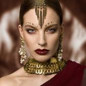 photo@leslie.launaymenetrier modele@natasha.bintz mua@maeva.coree_makeup Bijoux@martinebrunjewelry bijoux#accessoire#collier#boucledoreille#hautefantaisie#contemporain#faitmain#madeinfrance#luxe#pieceunique#jewel#recyclé#doré#gold#mannequin#shooting#edito#paris#