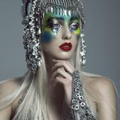 bijoux#jewels#casque#helmet#top#body#manchette#neklace#années_folle#futuriste#contemporain#argenté#silver#fait_main#madeinfrance#perles#beads#parure#luxe#haute_fantaisie#hautefantaisie#couture#hautecouture#pieceunique#
