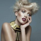 Collier Pi en vente sur mon site www.martinebrun.com @martinebrunjewelry photo @jimmybollaerts_official makeup @caroline.quirynen modèle @llaurensirica #jewelry #bijoux #beauty #femmes #modefemme #collierfemme #tendance2021 #beautyaddicted #faitmainenfrance #bronzesculpture #boutiquecreateurs #vinyladdict #recycling #vente #modelunique #boutiquedecreateurs #createurbijoux
