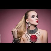 "Collier "" feu rouge "" , boucles "" mante religieuse "" en ventes sur mon site www.martinebrun.com bijoux @martinebrunjewelry Photo @oliviermerzoug Model @lola.alc 🤩 Mua @anaispouchain Hair @emeline_marret_mua #edits #bijouxlovers #createursfrancais #unique #bijouxtendance #horsnormes #newcollection #rouge #different #caractere #recup #gothic #contemporaryfashion #resinart #metallica #boutiquedecreateurs #venteenligne #france🇫🇷 #accessoiremode #fashionaddict #beautiful #bijouxcréateur #photography #modeling #location"