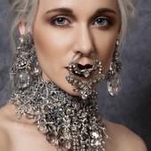 Bijoux sur mon site www.martinebrun.com @martinebrunjewelry photo @leslie.launaymenetrier modèle @anneclaireameslon maquilage Maeva Coree #collierfemme #collection #collection2021 #bijouxfemme #bijouxfaitmain #bijouxfantaisie #accessories #collierfaitmain #bouclesdoreillesfaitesmain #madeineurope #paris19 #recyclage #france #moderna #femmes #futuristicfashion #cristal #jewelrylover #jewellery #vente #siteweb #unique #matière #tendance2021