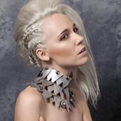 """Collier """" Couronne """" en vente sur mon site www.martinebrun.com @martinebrunjewelry photo @leslielauneymenetrier model @anneclaireameslon #bijoux #accessoiresfemme #collection #argent #hautefantaisiejewelery #contemporain #recycle #metal #fashion #vente #site #mode #madeinfrance #créateur #unique"""